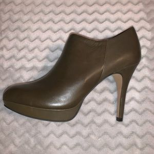 Brand new Vince Camuto Elvin booties